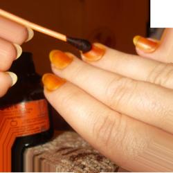 Смазывание ногтей йодом